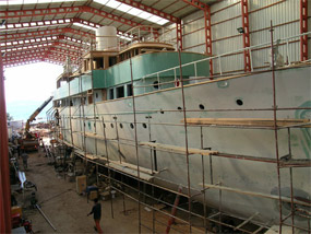 Rs Eden painting the hull
